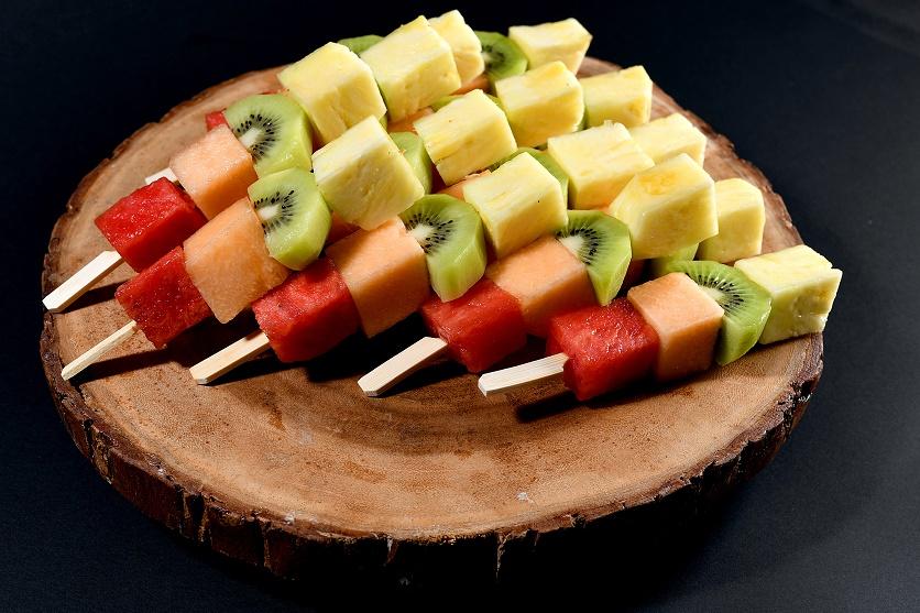מגש שיפודי פירות