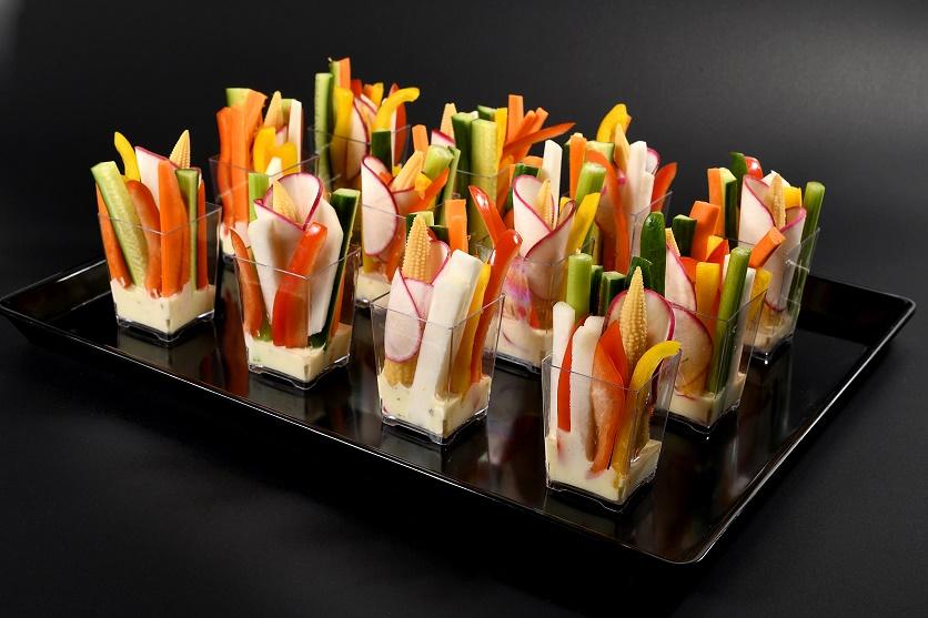 ירקות חתוכים בכוס אישי